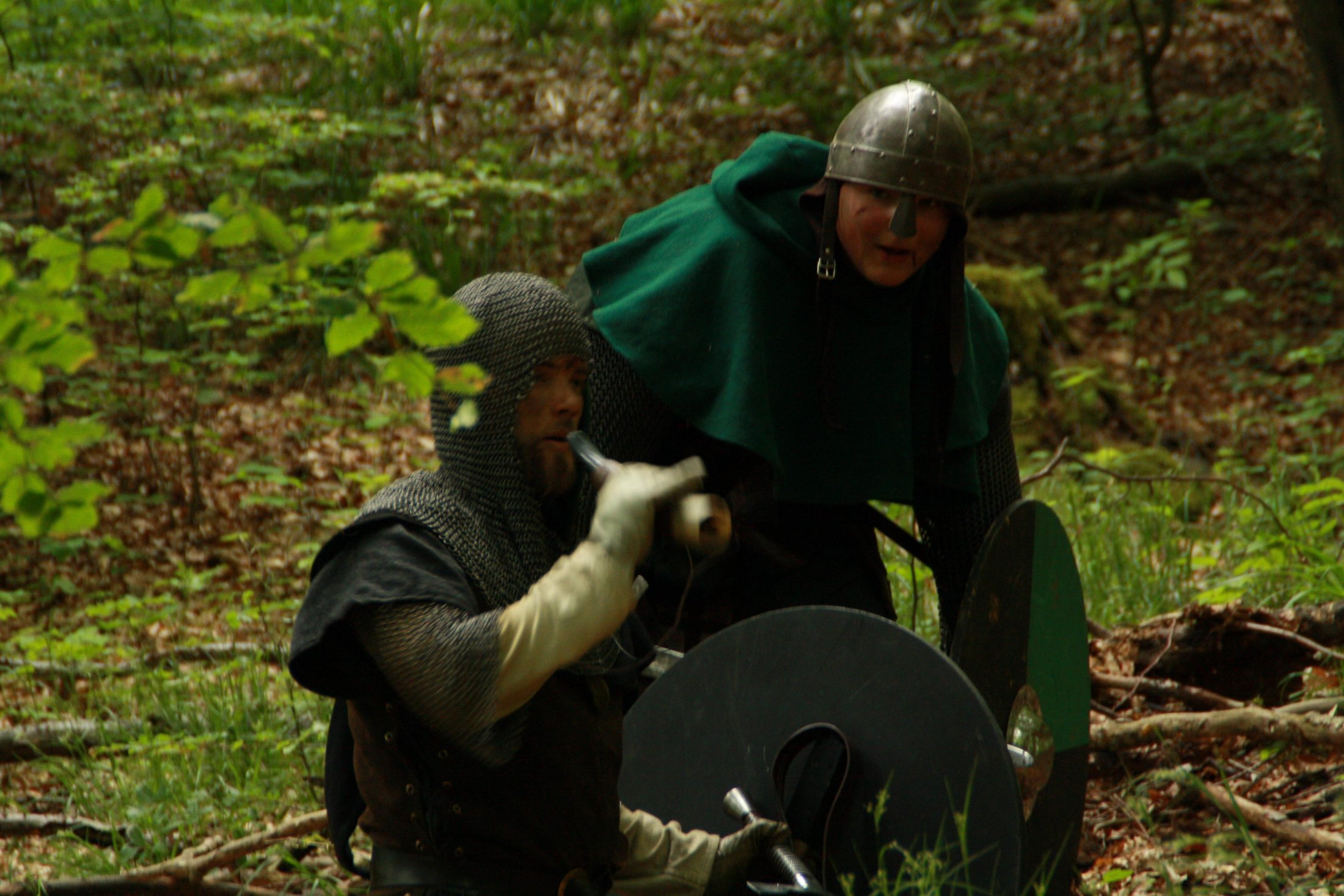 Hartwig und Reinhold lauern im Dickicht