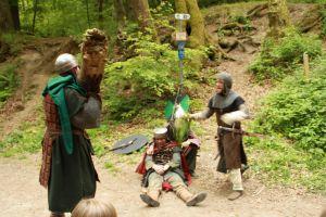 Streit unter den Räubern um den Posten des Burgherrn