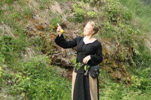 Die Hexe verwandelt sich: 2.- Die Kräuterfrau